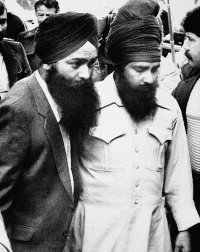 Службы безопасности США подозревали, что к взрыву рейса 182 имеют отношение два террориста, готовивших покушение на Раджива Ганди во время его визита в США: Лал Сингх и Аммана Сингх. Они также подозревались в причастности к взрыву в аэропорту Нарита