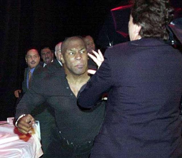 Следующим соперником Тайсона должен был стать общепризнанный чемпион мира в супертяжелом весе Леннокс Льюис. Однако состоявшаяся 22 января того же года совместная пресс-конференция боксеров переросла в драку.