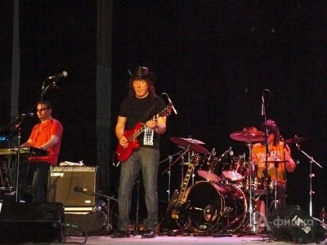 В 2012-м году артист, будучи на гастролях в Белгородской области, несколько раз упал во время выступления, с трудом выговаривая слова песен.