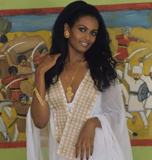 """Зеуди Арая Итальянская актриса эритрейского происхождения. Мисс Эритрея 1969. С 1972 года живет в Италии. В 1976 году сыграла свою наиболее известную роль - Пятницу в комедии """"Синьор Робинзон"""". Зеуди Арая была последней женой известного итальянского продюсера Франко Кристальди."""