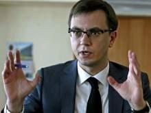 Украинский министр Омелян съел торт в виде руин Кремля