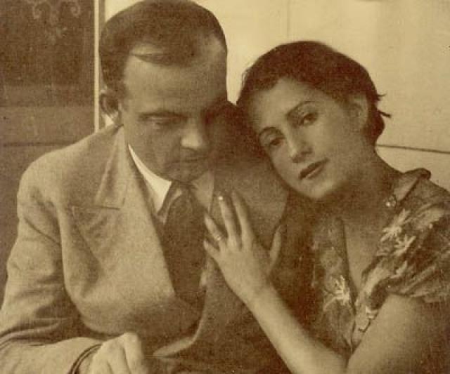 В 1931 году писатель женился на сальвадорской писательнице Консуэло. Несмотря на то, что ее постоянно беспокоили риск, связанный с профессией супруга, его окружение и многочисленные любовницы, брак не распался. В 1944 году Экзюпери пропал без вести в небе над Средиземным морем.