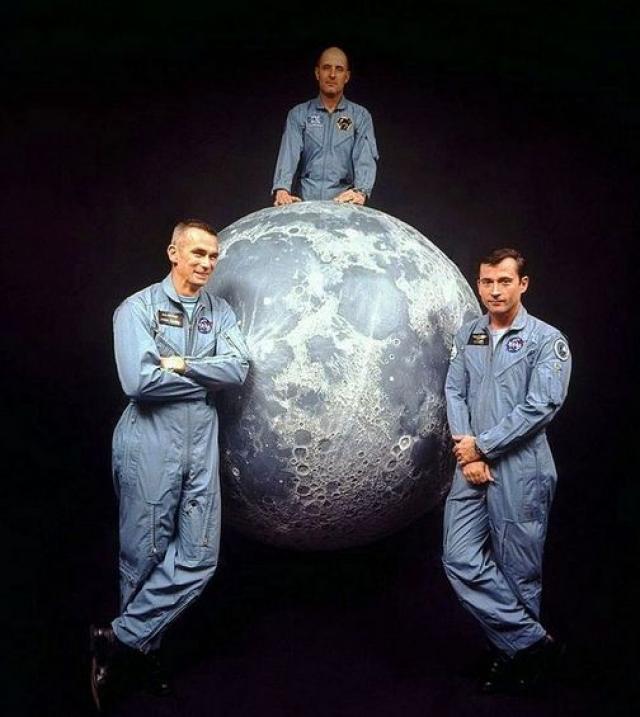 Томас Стаффорд и Джон Янг. 22 мая 1969 года астронавтов сопровождали НЛО в полете туда и даже обратно по лунной орбите.