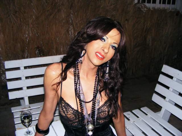 Дана Интернешнл Дана является известной израильской певицей, которая прославилась благодаря своим песням, а не истории смены пола.