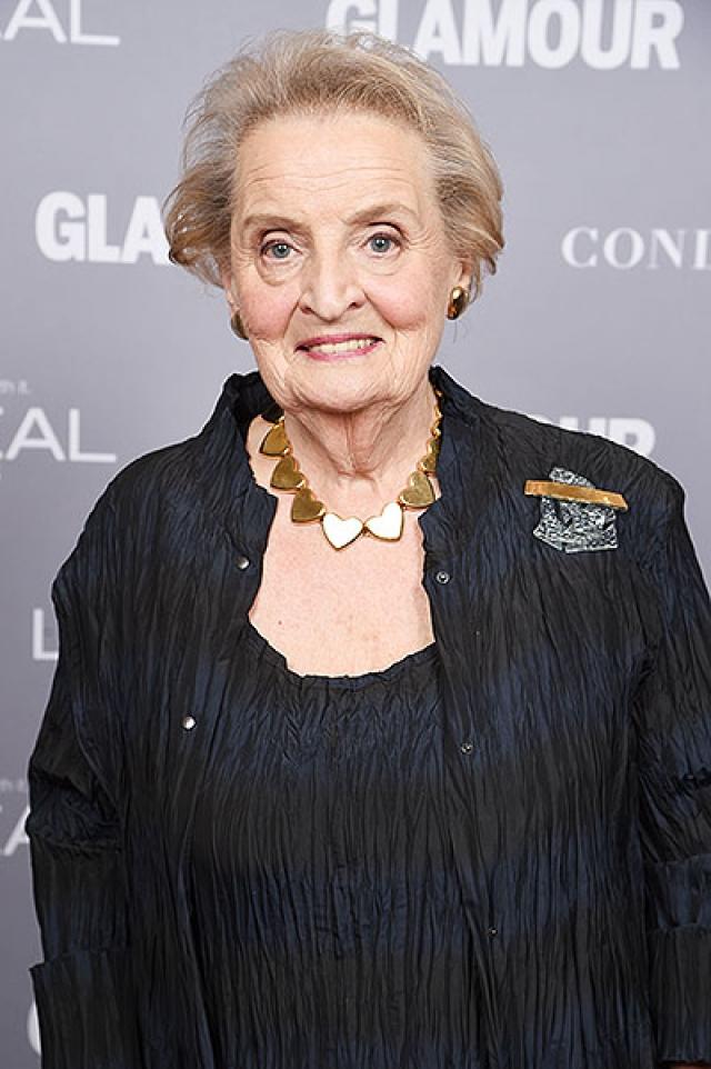 Мадлен Олбрайт. Ппервая женщина-госсекретарь США вместе со своей семьей бежала из Чехословакии в США дважды. Первый раз - после вторжения Гитлера в страну, но после окончания войны они вернулись на родину.