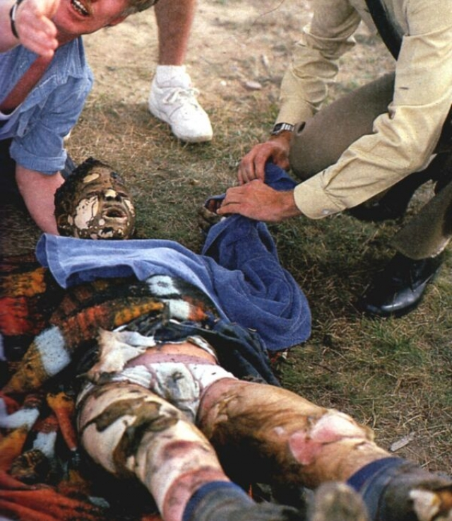 Третий самолет, участвовавший в столкновении, разрушился в воздухе, его обломки упали в стороне от людей. Пилот этого самолета и Иво Нутарелли погибли в момент столкновения.