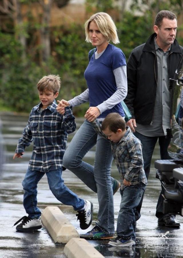 В семействе Бекхэмов стоит строгий порядок, в котором должны держать детей и их гувернантки.