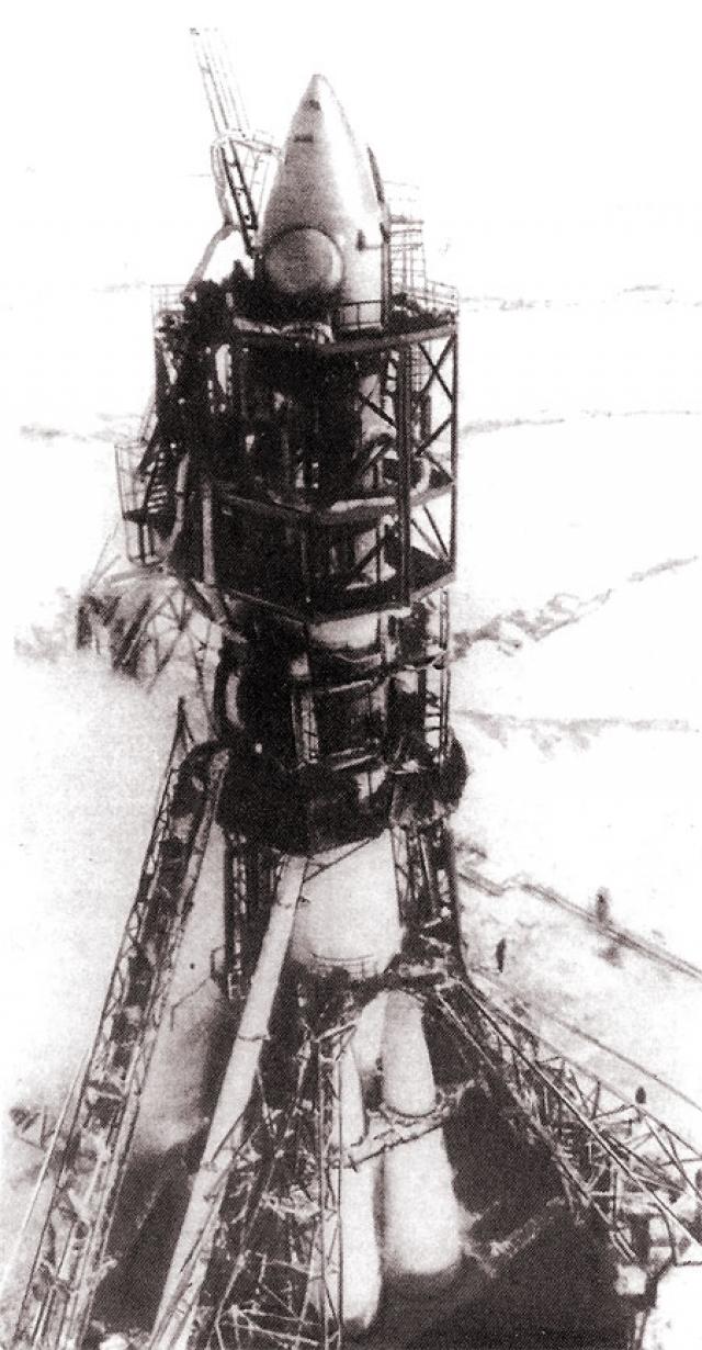 Первый полет в космос готовили в спешке, поскольку от разведки поступило сообщение, что американцы планируют запуск космического корабля на конец апреля. Руководство СССР не могло этого допустить и дало команду опередить американцев любым способом.