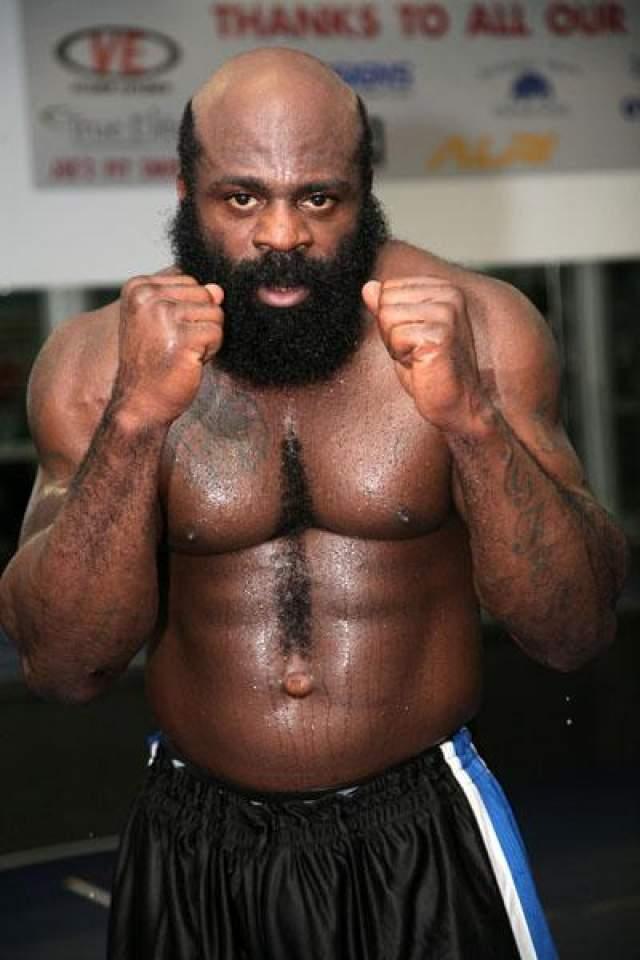11. Кимбо Слайс, 46 лет, боксер Нарушения закона: незаконное хранение и ношение оружия