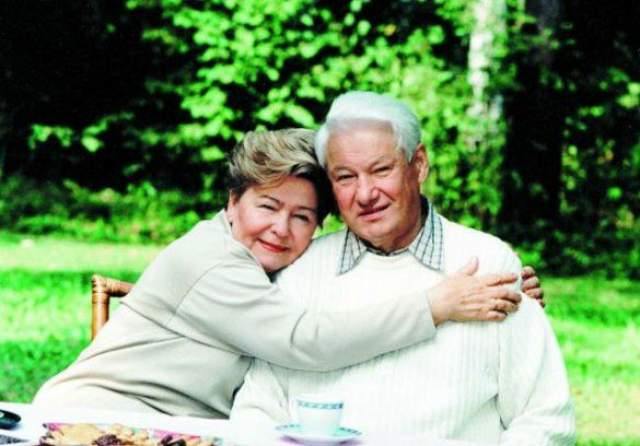 Борис Ельцин Первый президент России Борис Ельцин страдал серьезной болезнью сердца - по некоторым данным, он перенес пять инфарктов. Поначалу, только придя к власти, Ельцин демонстрировал завидное здоровье - занимался спортом, наряд в прорубь, а болезни, если таковые случались, переносил на ногах.