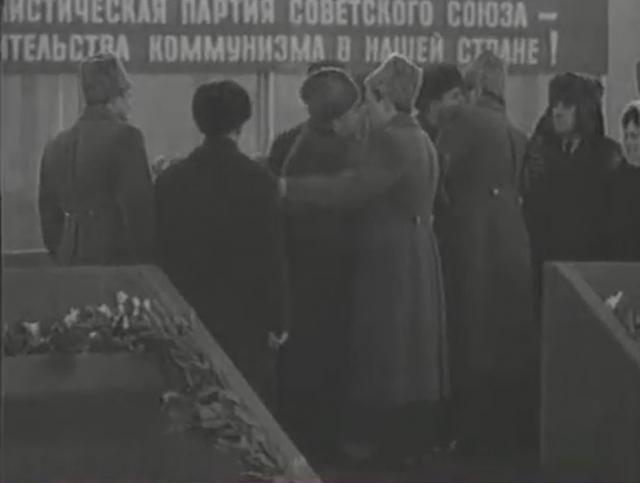 """Поприветствовав героев, Брежнев махнул на свой ЗИЛ 310 и сказал: """"Это встречают вас, а не меня…""""."""