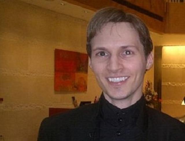 """Еще до появления своего детища """"В Контакте"""" Павел создал несколько проектов-предшественников, первым из которых стал durov.com. Сайт не имел никакой коммерческой выгоды, а помогал объединить студентов, учившихся в разных районах города, дав им площадку для обмена идеями и мнениями."""