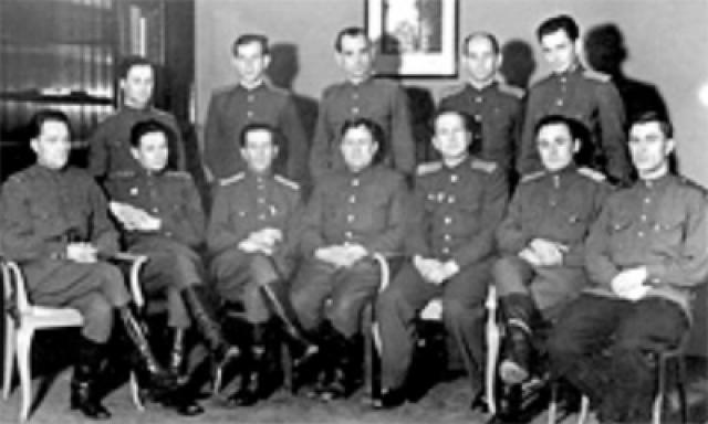 В этом же направлении пытались действовать и компетентные органы СССР, стремясь заполучить как можно больше секретов о немецком ракетном оружии.