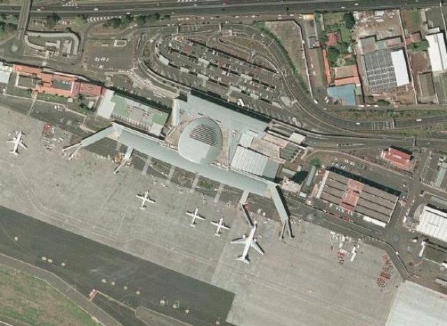 """После почти 4-часового ожидания аэропорт Лас-Пальмас начал принимать рейсы. Экипаж """"Пан Американ"""" был готов к немедленному вылету и запросил диспетчерское разрешение на взлет."""