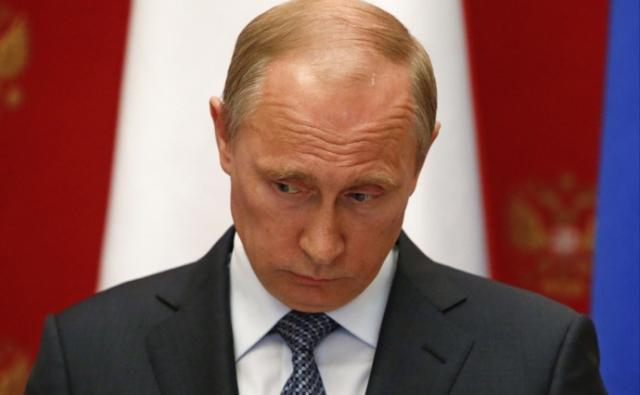 """Сам Путин комментировал ни одно высказывание Маккейна, в том числе и заявив: : """"Маккейн во время вьетнамской войны попал в плен, сидел в яме. У кого угодно крыша съедет"""" ."""