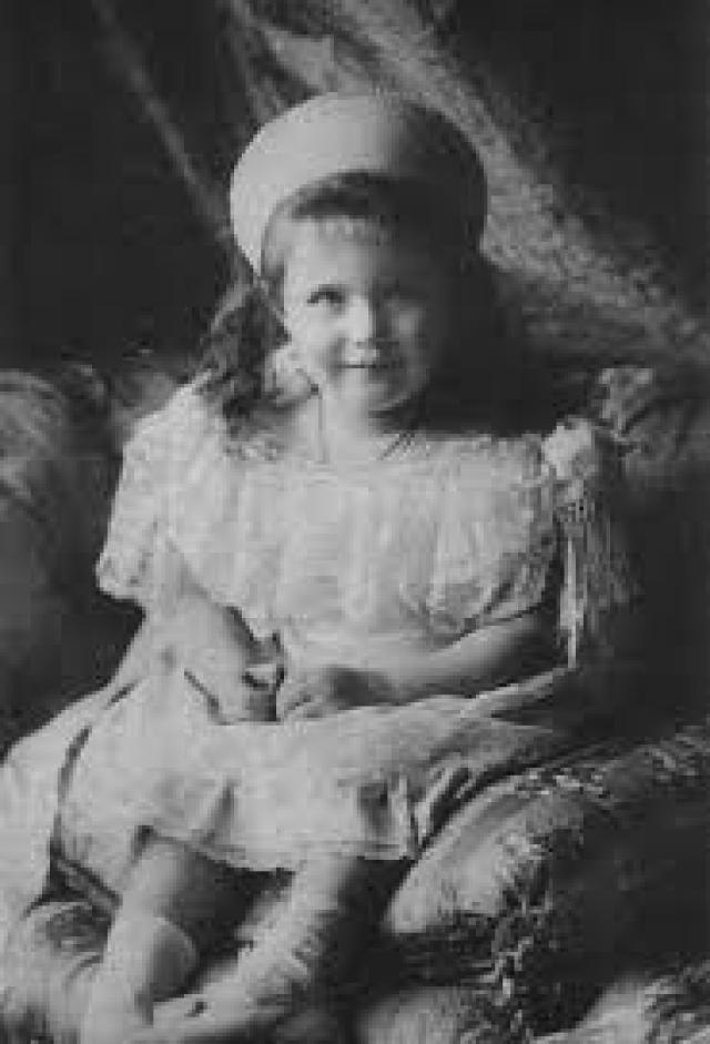Почему личность Анастасии Николаевны , младшей дочери императора, была настолько важна для российских эмигрантов в Европе и Америке и широкой общественности? На это существовало несколько причин.