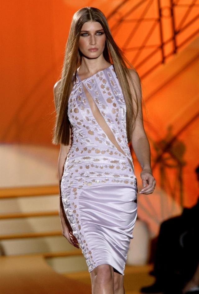 Ставшую настоящей дивой, модель приглашали на показы Escada, Bvlgari, Versace, Valentino, Salvatore Ferragamo, Fendi, Dolce & Gabbana, Oscar de la Renta, Jean Paul Gaultier, Céline и другие.