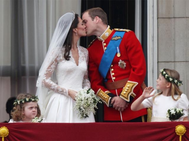 """Когда Кейт и Уильям поженились, Кристиан подарил им свои духи """"для него"""" и """"для нее""""."""