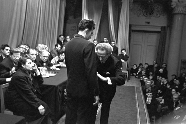 В 1953 году Мессинг сам пришел на прием к Сталину, чтобы попросить прекратить гонения на евреев в СССР. Когда вождь не захотел его и слушать, Вольф Григорьевич предсказал, что кончина Сталина не далеко и что умрет он в еврейский праздник. Так и произошло, 5 марта 1953 года, когда весь иудейский мир отмечал Пурим, в своей официальной резиденции Ближней даче, от кровоизлияния в мозг скончался Иосиф Сталин.