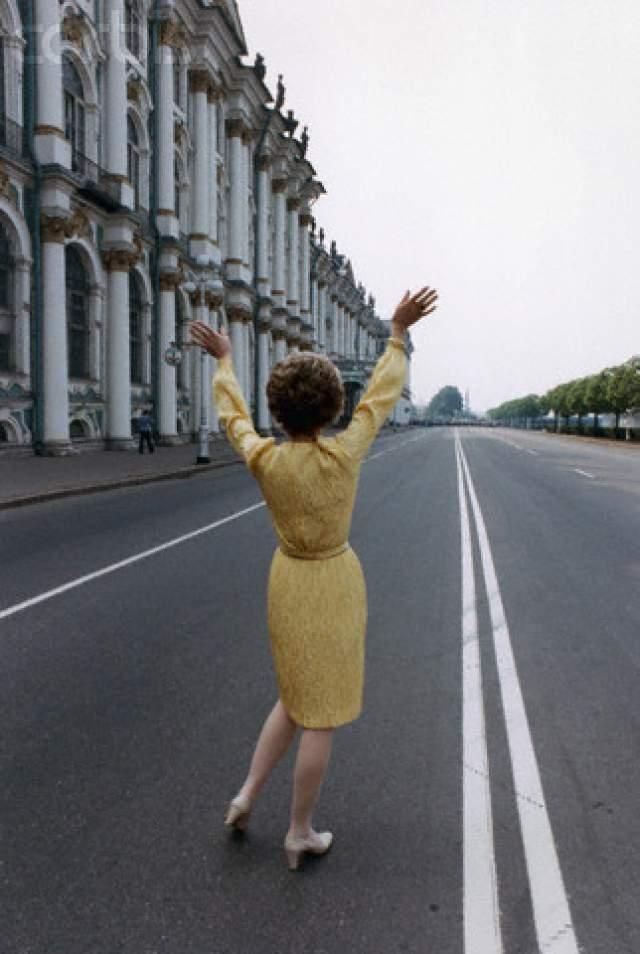 1988 год, ответный визит Рональда Рейгана после приезда в Штаты Михаила Горбачева, супруга американского президента, Нэнси, поехала в Эрмитаж.