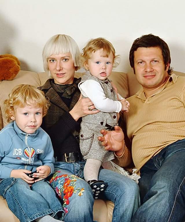 Также в первом браге с эстонкой Любовью Сэпп у них родилась дочь Эльга, ныне профессиональный психолог и манекенщица. А еще она - супруга популярного телеведущего Владимира Соловьева.