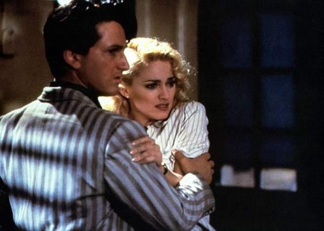 Как говорят СМИ, как-то Шон избил возлюбленную бейсбольной битой. Всеми виной была ревность. Последней каплей масла в огне их отношений было ужасное избиение Мадонны в 1989 году. Тогда пьяный Шон связал жену, затем бил и вырывал волосы.