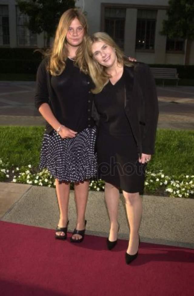 С 1986 по 2001 год она была замужем за Джоном Голдвином, директором студии Paramount, у них есть дочь, которая родилась в 1989 году.
