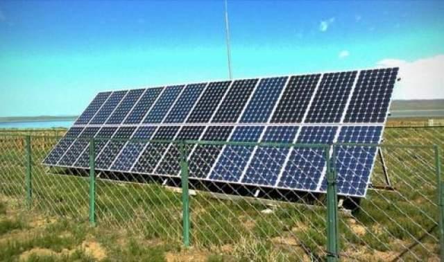 """Солнечная энергия В 1911 году Хьюго Гернсбек начал публикацию своего романа """"Ральф 124С 41+"""" в журнале Modern Electrics. Одно из технических предсказаний касалось использования энергии солнца на благо человечества. Прошло 67 лет - и в 1978 году появились первые калькуляторы, которые подзаряжались энергией нашего светила."""