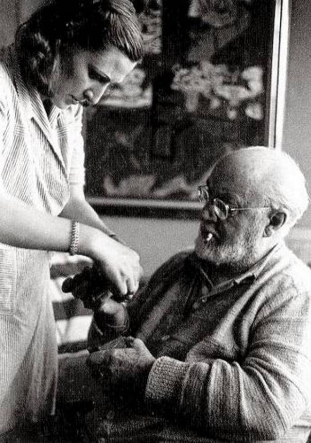 В 1941 году Матисс перенес очень тяжелую операцию на кишечнике, после которой был прикован к постели. Лидия Делекторская стала еще и его сиделкой, и тот факт, что художник дожил до 84 лет, во многом заслуга его русской музы.