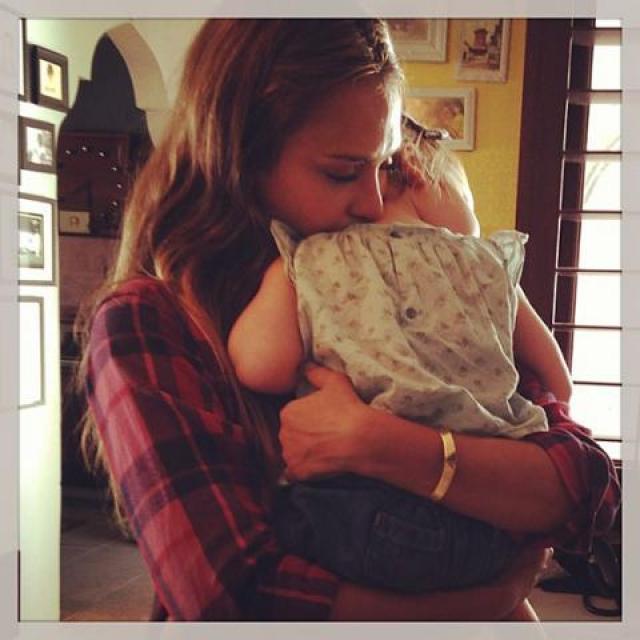 Джессика Альба. Актриса поделилась трогательным снимком с дочкой.