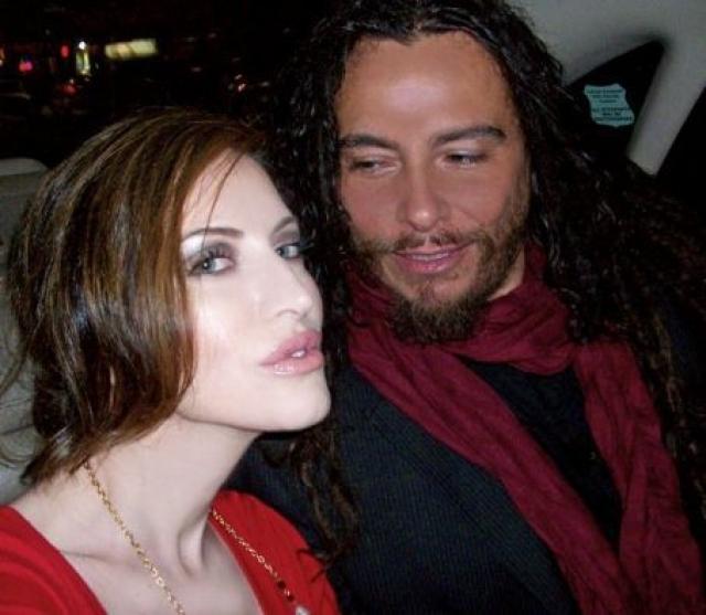 Эвис Ксенети. Девушка замужем за Джеймсом Шаффером из группы Korn.