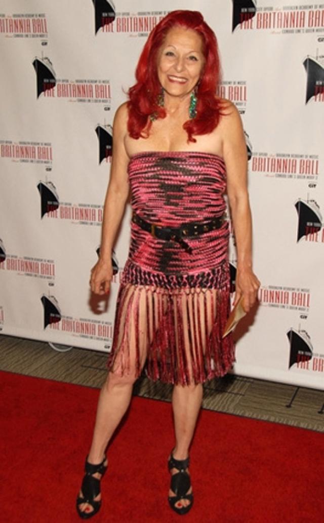 Лауреат многочисленных наград в области моды любит щеголять в очень уж смелых нарядах.