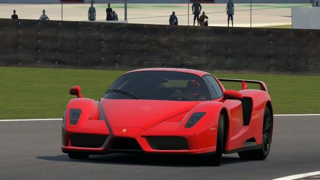 Ferrari Enzo 6 - $1 310 000. В конструкции используется технология Формулы 1, корпус из углеродистого волокна, керамические дисковые тормоза. Также применены технологии, не позволенные в F1, такие как активная аэродинамика и контроль за тягой.