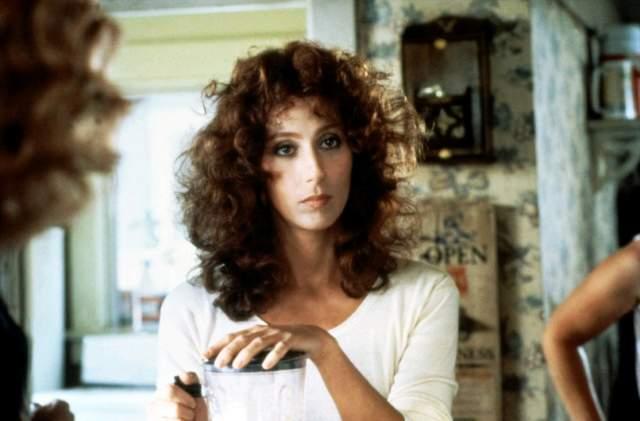 """В 1982 году у Шер состоялся дебют на Бродвее, после чего она начала активно сниматься в кино.  На фото: кадр из фильма """"Маска"""" 1985 года"""