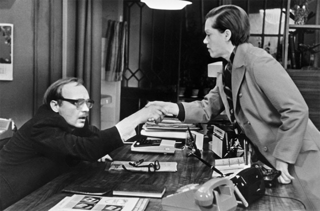 """По словам Рязанова, сцена """"романтического застолья"""" Калугиной и Новосельцева у нее дома - исключительная импровизация этих двух актеров, сыгранная на высшем уровне актерского мастерства."""