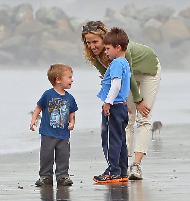 Сейчас у нее есть два приемных сына - Уайетт Стивен Кроу (род.29.04.2007) и Леви Джеймс Кроу (род.30.04.2010).