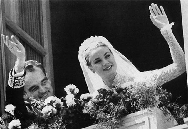 Среди 600 почетных гостей торжества были и легенды Голливуда Глория Свенсон, Ава Гарднер, Конрад Хилтон и многие другие. Британская королева Елизавета II, смущенная «слишком большим количеством кинозвезд», была вынуждена отказаться от участия в празднике.