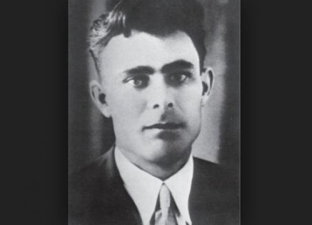 Во время Великой Отечественной Брежнев также был политическим работником в Красной армии, участвовал в проведении мобилизации населения и переводе промышленности в тыл.
