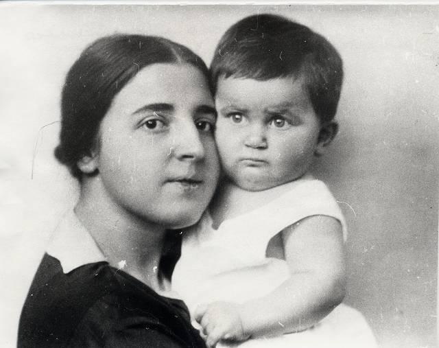 9 ноября 1932 мать его мать покончила жизнь самоубийством. На ее похоронах 11-летний Василий успокаивал отца, который, по свидетельству очевидцев, идя за гробом жены, плакал навзрыд, так как очень ее любил, как мог.