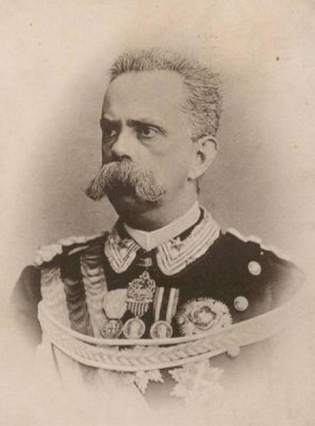 Притягивающие молнии. Известна история французского офицера Саммерфорда . В 1918 году удар молнии сбросил его с коня, в результате чего нижнюю часть тела майора парализовало.