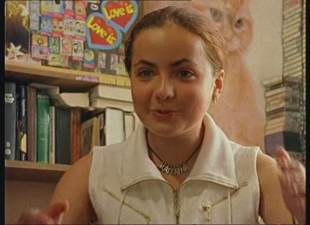 """В 14 лет девочка заканчивала школу экстерном, изучала итальянский, японский, французский и, конечно же, английский язык. Было ясно, что впереди ее ждет то мое """"блестящее будущее"""", которое так любят пророчить педагоги в школе."""