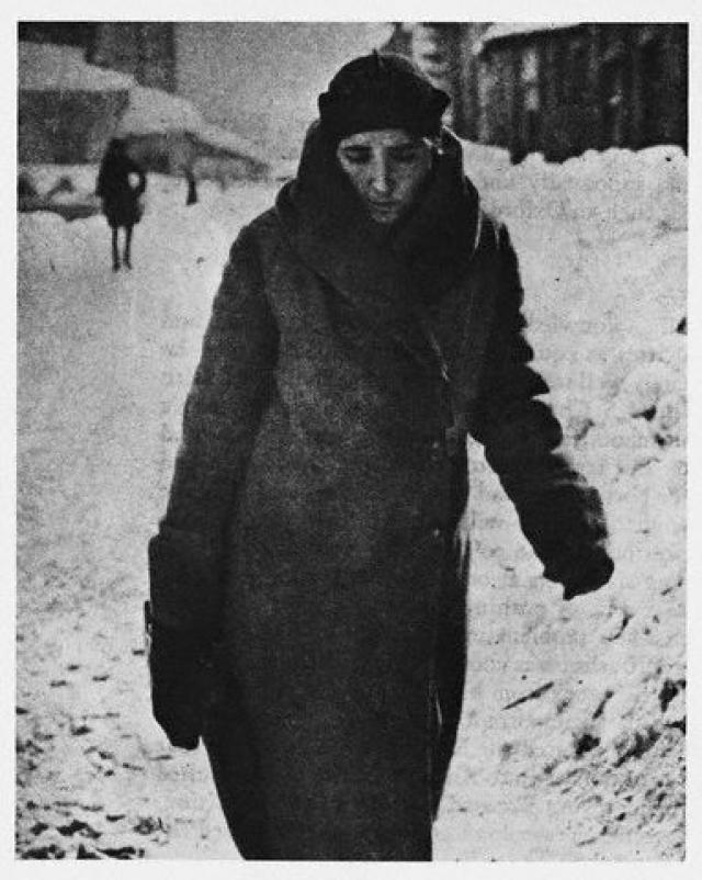 Многие близкие люди говорили, что Сталин с женой по-настоящему любили друг друга, но постоянно ссорились, Аллилуева даже не раз порывалась бросить мужа, забрав детей.