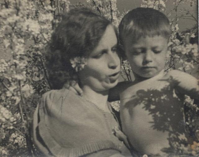 Александр Демьяненко родился в Свердловске.