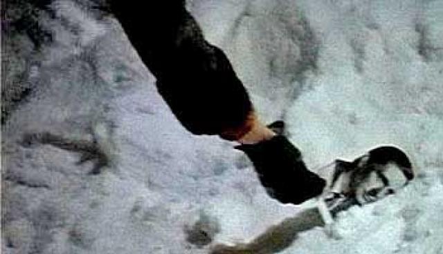 Более того, Женя выбрасывает в окно фотографию Ипполита, а позднее Надя поднимает из снега уже фотографию не Юрия Яковлева, а Олега Басилашвили, который ранее снялся в нескольких эпизодах, но вынужден был отказаться из-за смерти отца. Кадр переснять уже не успели, поскольку наступила весна, и снег растаял.