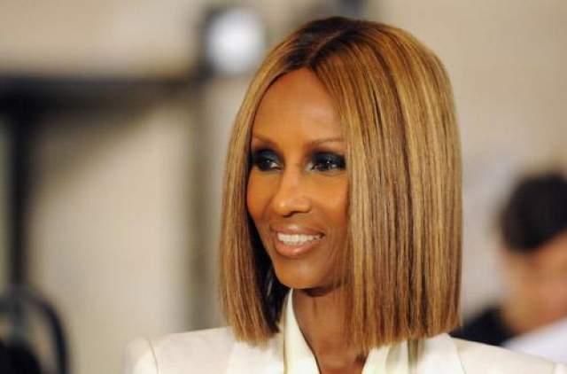 Иман В 1975 году начала свою карьеру сомалийская красавица Иман. В этот период именно голубоглазые блондинки были особенно востребованы в модельном бизнесе. Сейчас ей уже 64 года. В 1994 году она воплотила свою идею о создании косметики для женщин с дебелым цветом лица и основала фирму Iman Cosmetics.