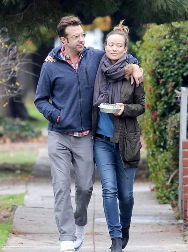Джейсон Судейкис и Оливия Уайлд отправились на романтическую прогулку.