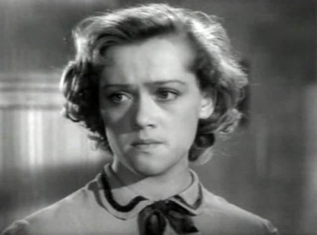 """Актриса Алиса Фрейндлих дебютировала в фильме """"Город зажигает огни"""" в 1958 году."""