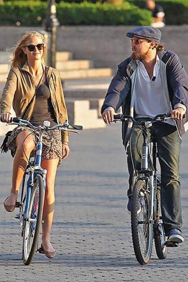 Две страсти Лео - модели и велопрогулки.