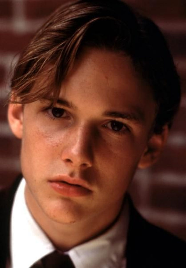 """Брэд Ренфро. Актер дебютировал в Голливуде в 11 лет, сыграв главную роль в картине """"Клиент""""... Брэд стал кумиром подростков, а критики прочили ему блестящее будущее в Голливуде."""