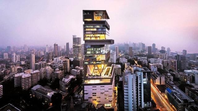 Миллиардер приобрел в частное пользование 27-этажный небоскреб, цена которого составила более двух миллиардов долларов.